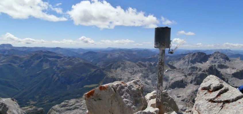 Picos de Europa I(Campamentos FEDME 2015, Camaleño). Fuente Dé al Peña Vieja, La soledad de la Anjana Branca.