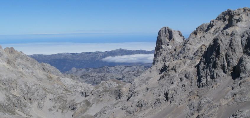 Fuente Dé- Horcados Rojos. Picos de Europa(III).(Campamentos FEDME 2015,Camaleño). Mirando el Urriellu. El origen de los Picos de Europa;Cuando Tierra quiso ser Madre.