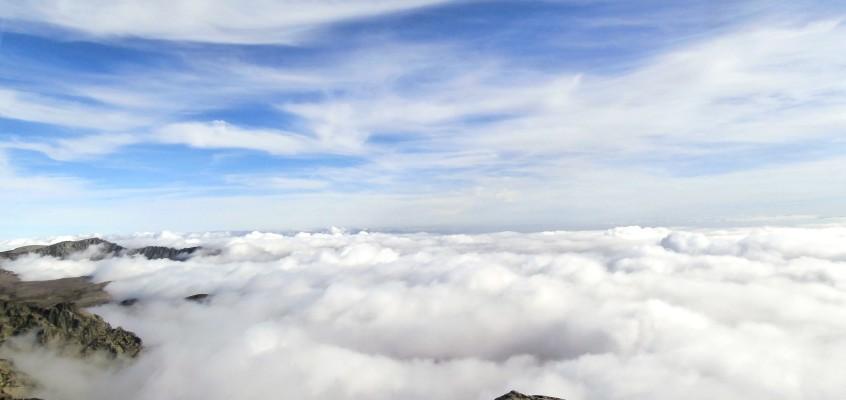 El Casquerazo de Gredos…Cuando las nubes serenan suavemente las montañas…