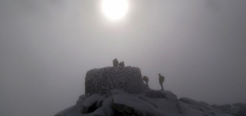La Mira de Gredos. Hielo, niebla, ventisca…infierno blanco.