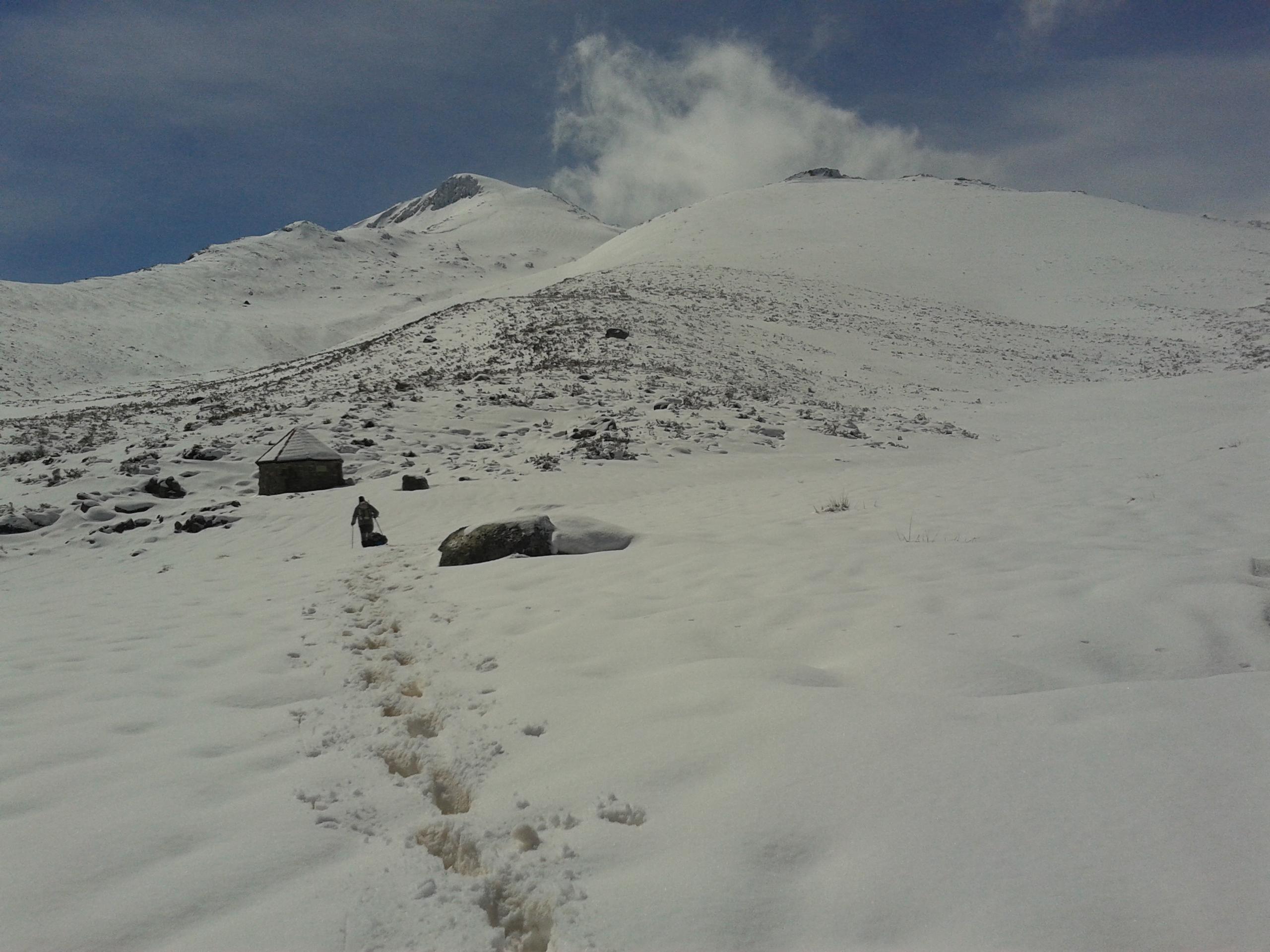 Y no pudimos subir, nos hundíamos en la nieve.