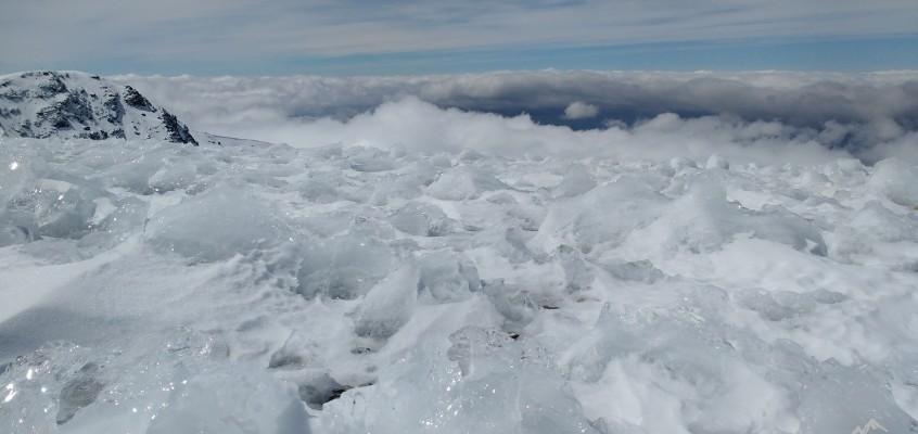 El Picón de Jeres de  Sierra Nevada. Cuando un mar de cristal se eleva encrespado sobre las nubes.