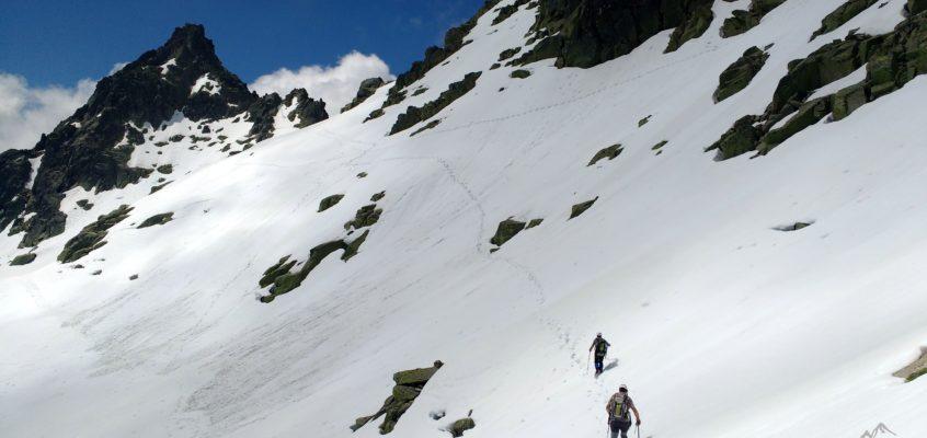 Subida al  Almanzor desde los Ballesteros. Sol, nieve, nubes, …sueños y leyendas.