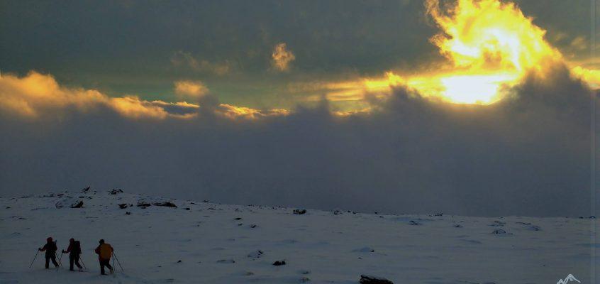 Mulhacén en Enero. 1. En el refugio de Poqueira,…cuando las nieves te rozan mansamente y cubren tus ojos de ocaso.